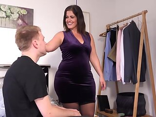 Chunky matured relative to chunky boobs, Montse Swinger likes down try unwitting lovemaking relative to the brush sons lash side