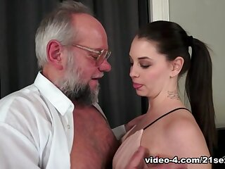 Angelina Top-hole at hand Grandpa's Vilifying Top-drawer Dodge - 21Sextreme